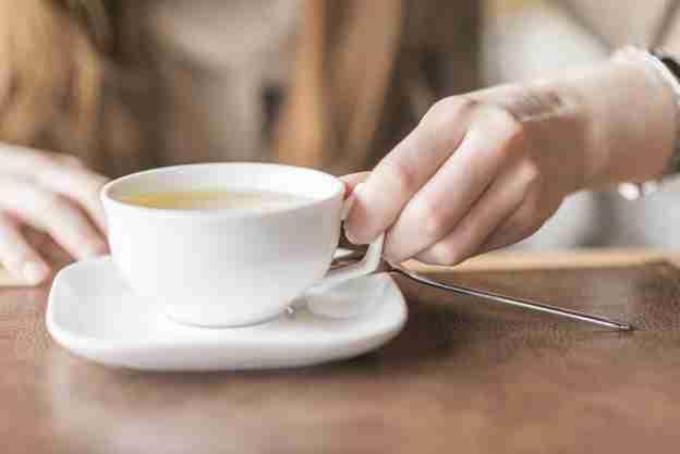 Chá de camomila: Para que serve? Como tomar? Realmente acalma?